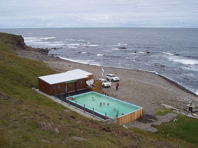 Strandir adventure - Krossneslaug pool - friend in iceland