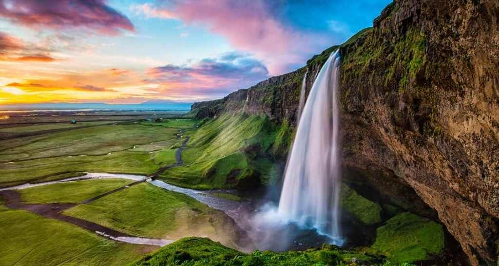 2 days, ice cave and south coast - Seljalandsfoss - friend in iceland